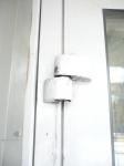 Смазка фурнитуры и замена входных петель двери ПВХ