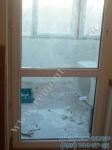 Установка стеклопакета в балконную дверь