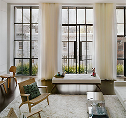 Панорамное остекление — это достаточно распространенное решение при оформлении фасадов современных зданий